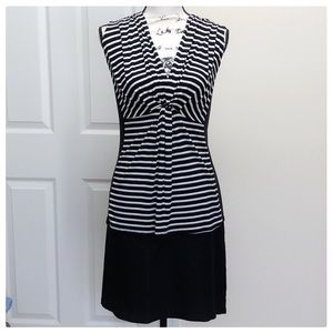 Tops - ❤️B&W Striped Sleeveless Top❤️